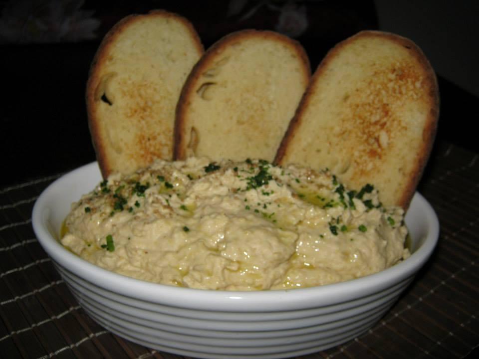 Hummus di ceci con l'aggiunta di prezzemolo